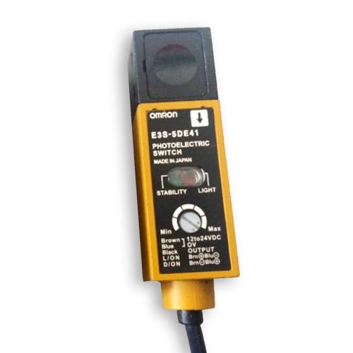 omron-fotoelektromos-erzekelo-5m-npn-beontott-kabeles-e3s-5de41